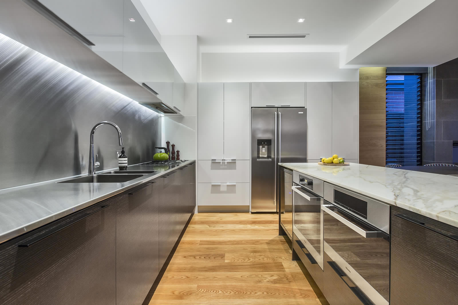 Designer kitchens cos interiors pty ltd exceptional for Kitchen designs melbourne